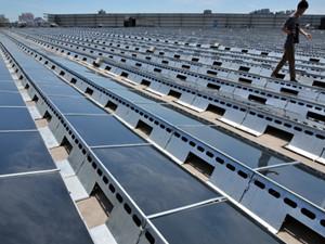 我国首个百万千瓦级光伏发电领跑示范基地正式并网发电